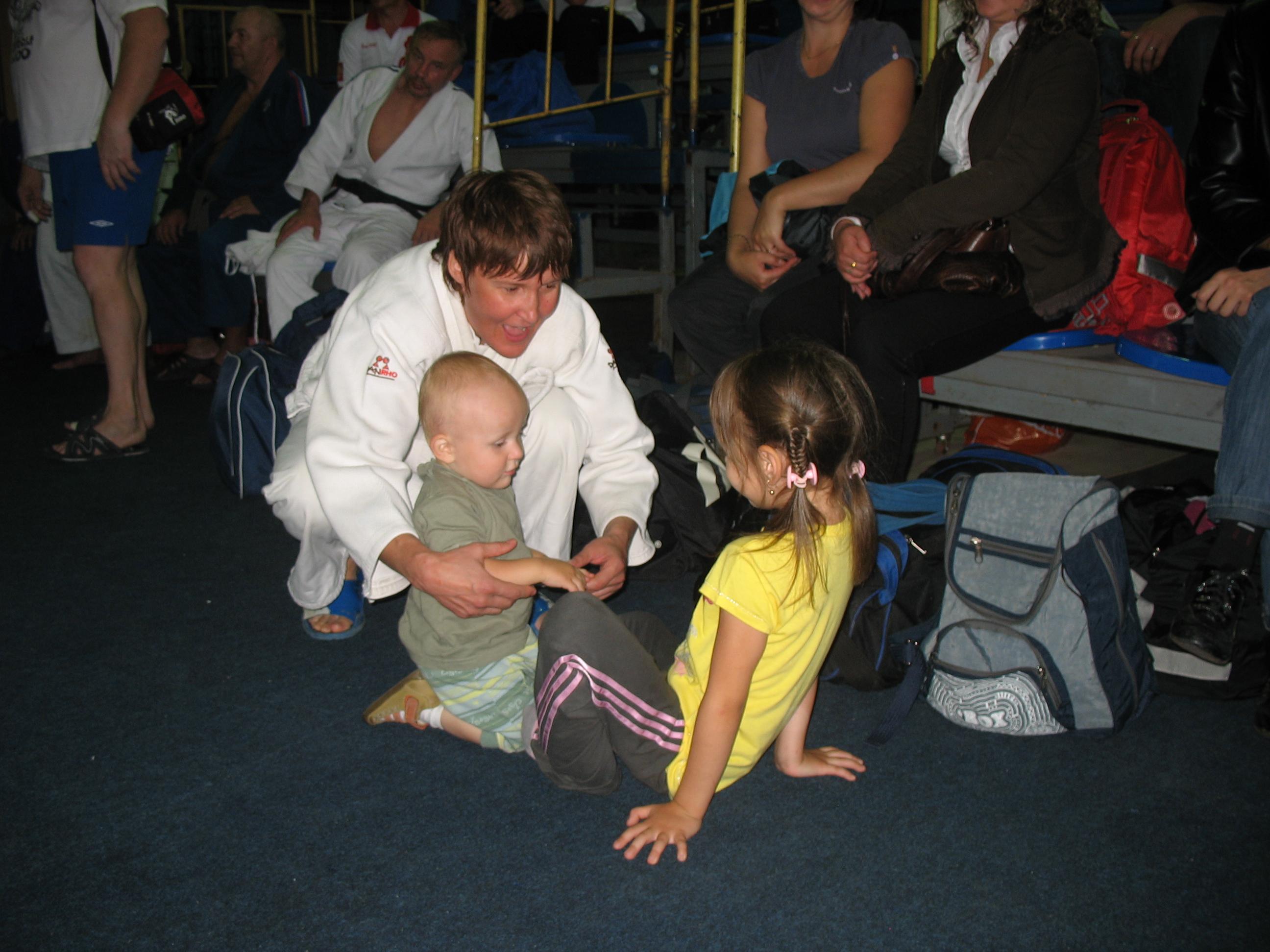 Чемпионка России Наталья Костылева с детьми